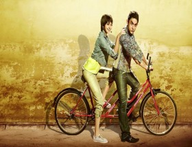 Aamir Khan on cycle with anushka sharma pk movie photos hd