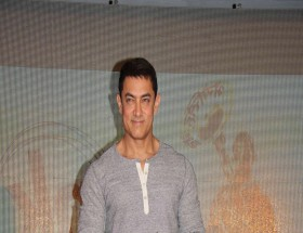 Aamir Khan tshirt photos hd
