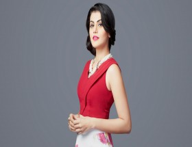 Attractive girl Taapsee Pannu in red sleeveless dress photo