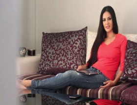 Bollywood actress Sunny Leone tight jeans images