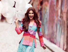 Bollywood cute girl Sonam Kapoor hd images