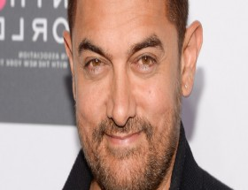 Cute Aamir Khan smile photos hd