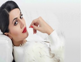 Glamorous Taapsee Pannu red lipstick red nail polish photos