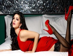 Hot expression of Sunny Leone in red dress hd wallpapers
