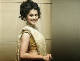 Indian women Taapsee Pannu in saree attractive look photos