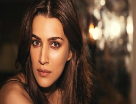 Kriti Sanon close up face lips hd wallpapers