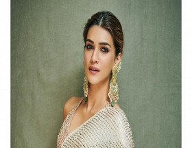 Kriti Sanon sleeveless sari wallpaper
