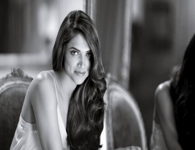 Padukone Long hair sleeveless photo