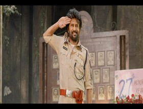 Rajinikanth in Police dress in south movie Darbar images