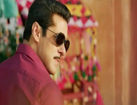 Salman Khan black goggles in Dabangg 3 movie photo pics