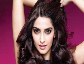 Sonam Kapoor beautiful face photos