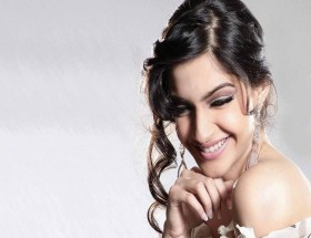 Sonam Kapoor full hd images