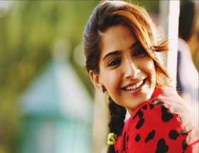 Sonam Kapoor new hairstyle images
