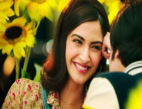 Sonam Kapoor new hairstyle in Bollywood movie pics