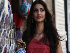 Sonam Kapoor real pictures