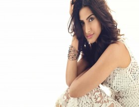 Sonam Kapoor sleeveless wallpaper hd