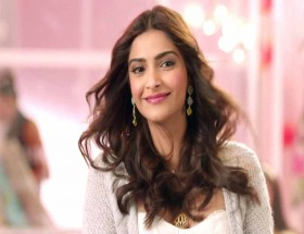 Sonam Kapoor song Dheere Dheere Se Meri Zindagi photo