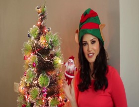 Sunny Leone santa girl Christmas wallpapers