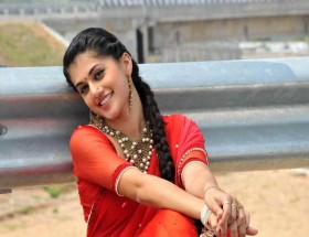 Taapsee Pannu high quality saree wallpapers