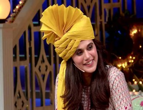 Taapsee Pannu in comedy nights with kapil rare photos hq