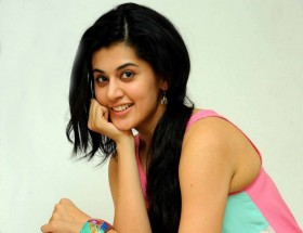 Taapsee Pannu old pics and photographs hd