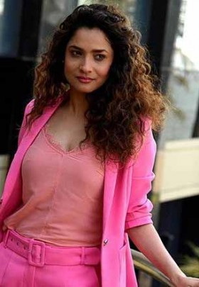 Ankita Lokhande pink dress mobile photos