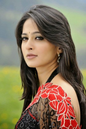Anushka Shetty black saree photos