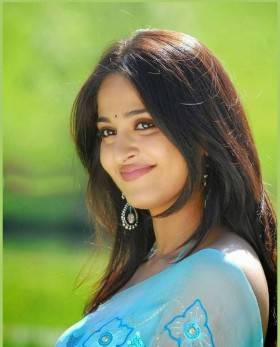 Anushka Shetty blue saree smile photos