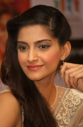 Bollywood actress Sonam Kapoor long hair photos