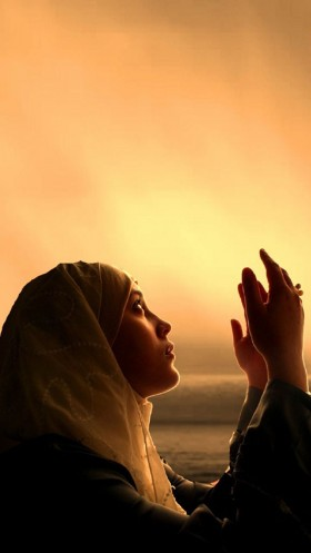 Eid al Fitr Muslim girl namaz photo