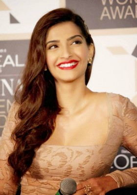 Sonam Kapoor beautiful mobile photos