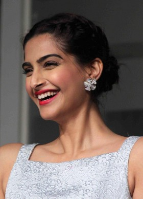 Sonam Kapoor cute smile hd photos