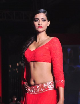 Sonam Kapoor hot in red saree photos