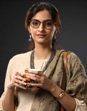 Sonam Kapoor new look in goggles photo
