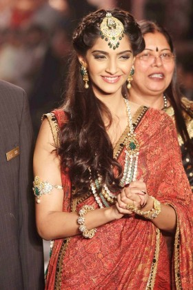 Sonam Kapoor wedding photos in saree