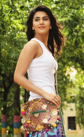 Vaani Kapoor college time real unseen photo pics